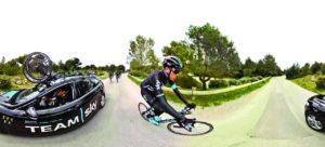 """Una scena di """"Team Sky – Journey to the Tour """", con cui si può seguire il team nel tentativo di difendere il titolo nel suo terzo Tour de France"""