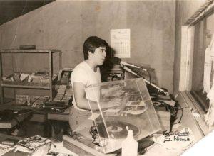 Un'immagine degli inizi di Di Nuzzo in radio