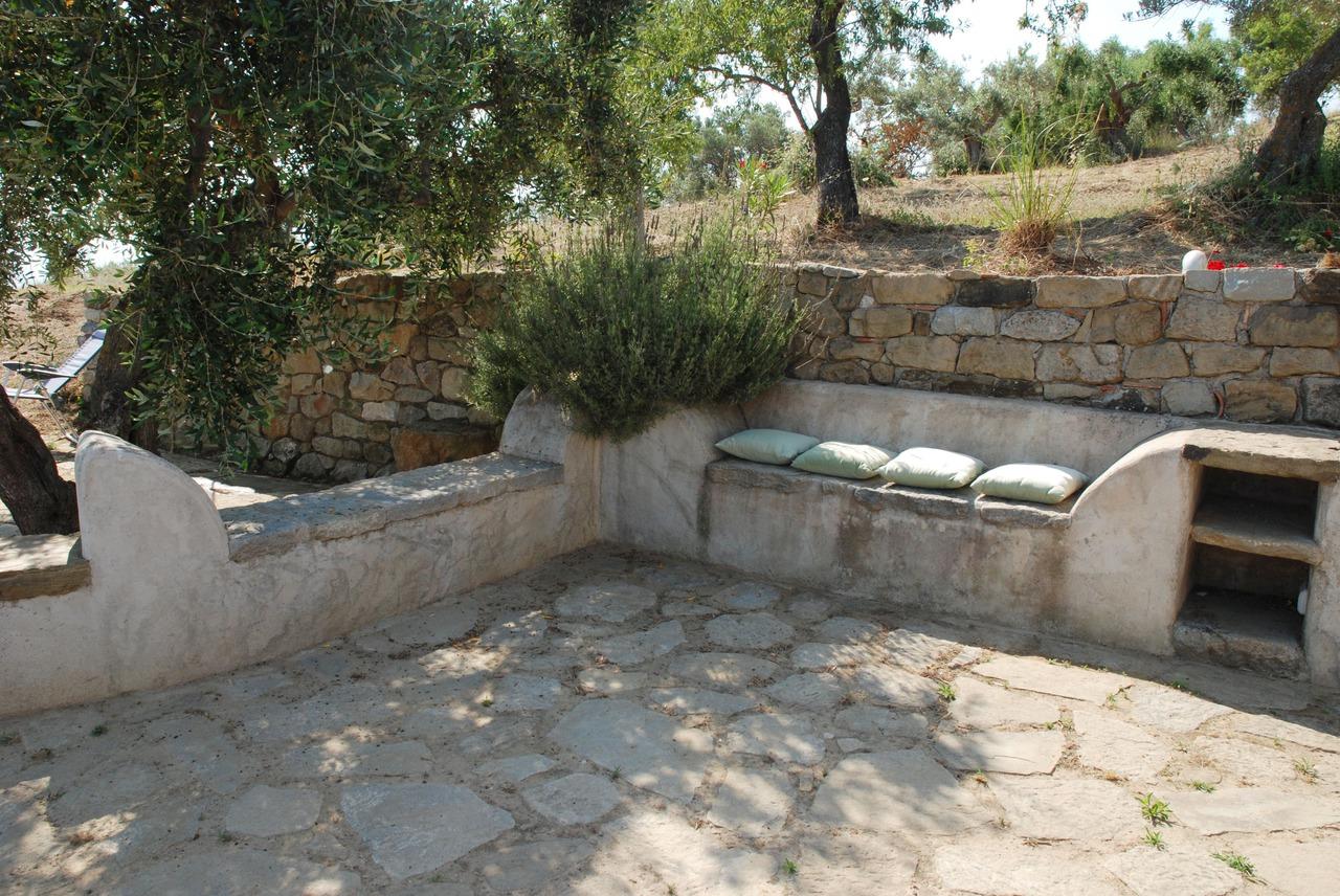 Pietra da vivere come ristrutturare la casa - Cucina in giardino ...