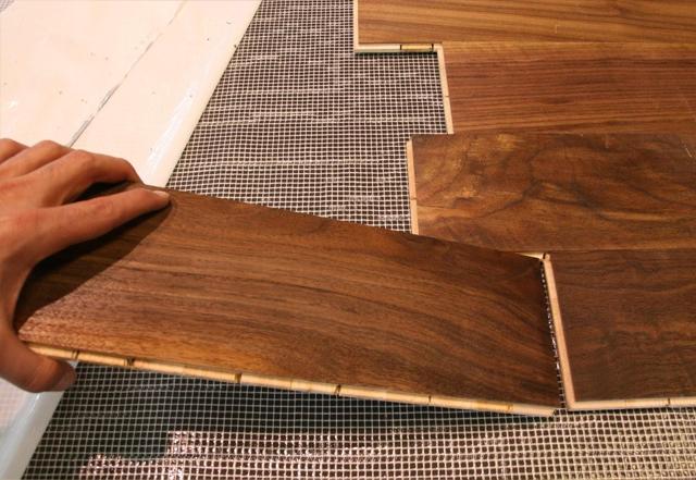 Come posare un pavimento di legno for Posare laminato su pavimento esistente
