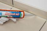 Applicazione e sigillatura del battiscopa