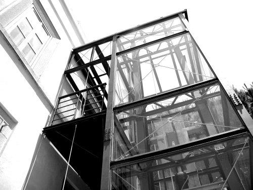 Costruire l ascensore esterno la distanza tra edifici - Insonorizzare una stanza dai rumori esterni ...