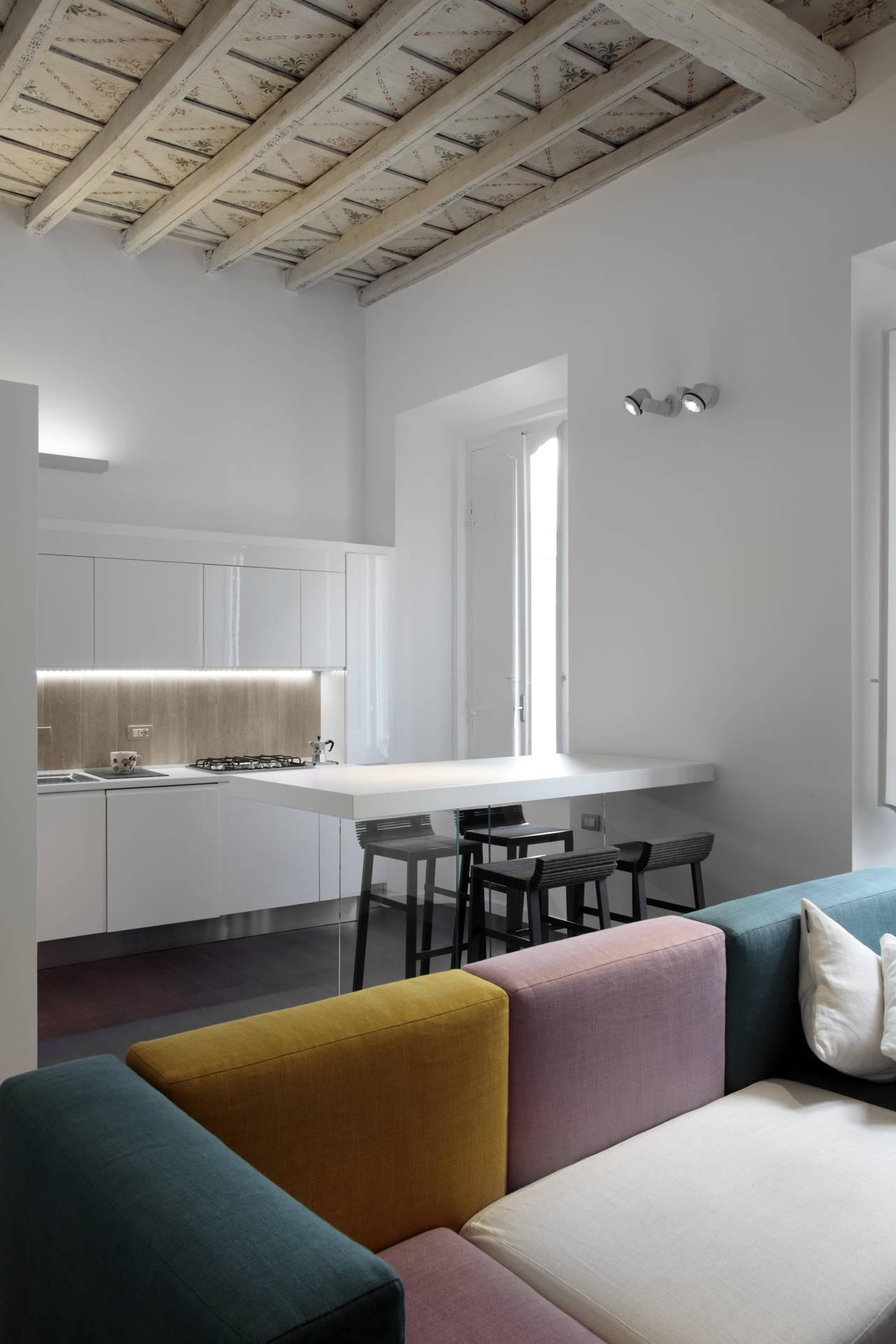Appartamento minimal e barocco a roma for Appartamento new design roma lorenz