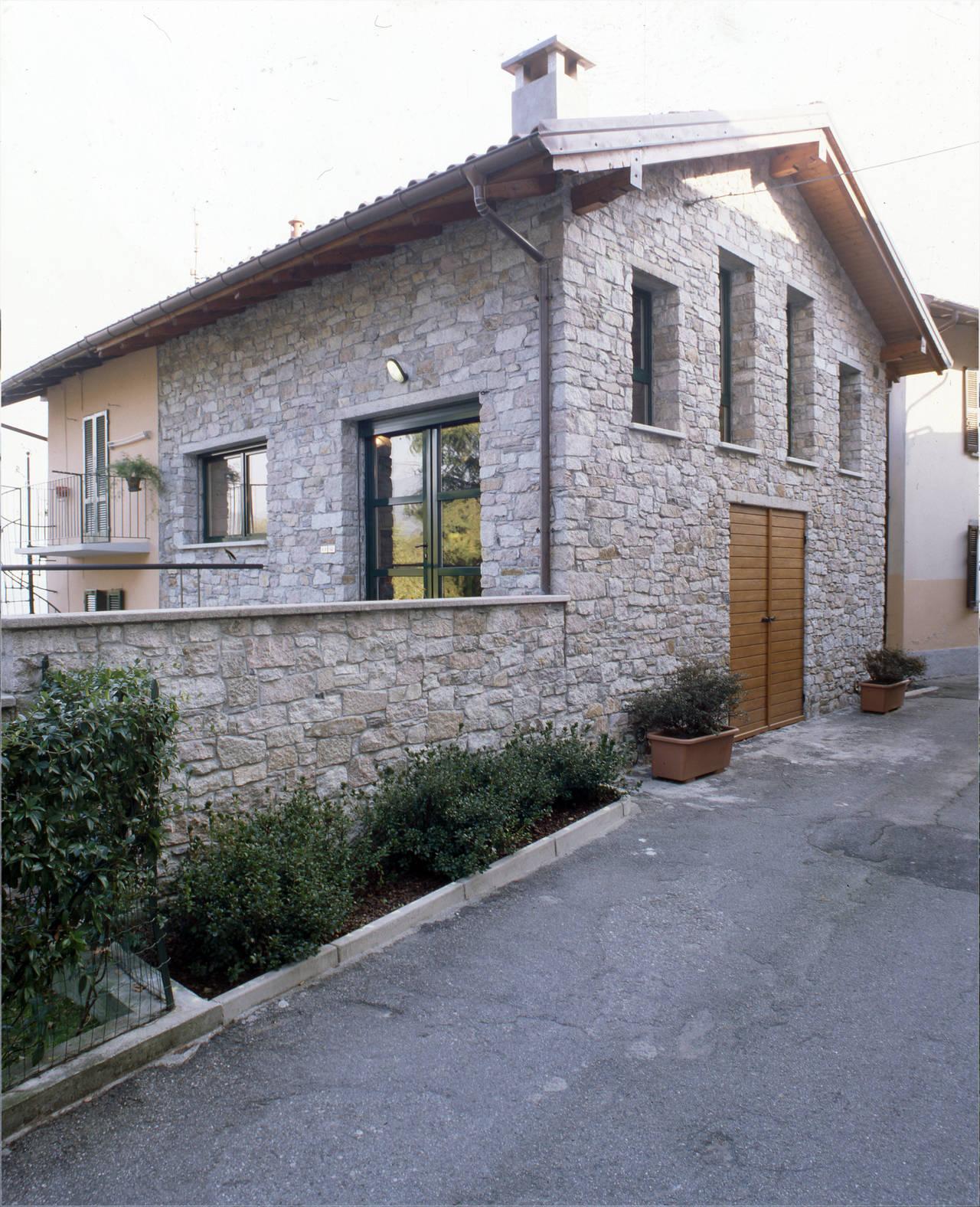 Da fabbricato rurale ad abitazione privata for Moderni piani di casa del fienile