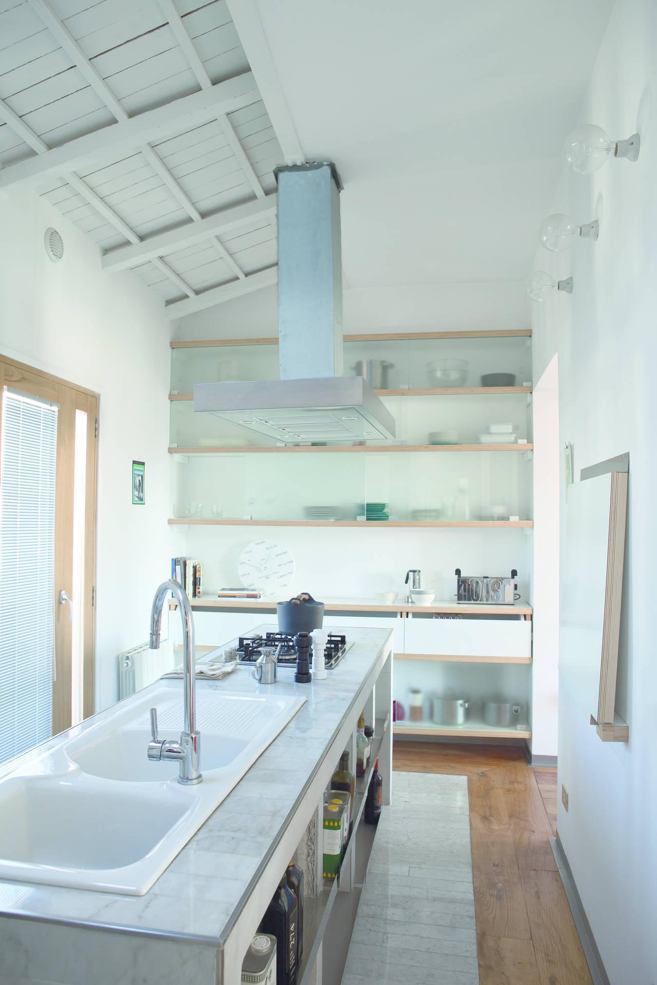 Il Piano Di Lavoro Della Cucina è Stato Realizzato In Opera. Mensole  #7C6B4F 1280 1920 Piano Di Lavoro Cucina Brico