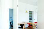 L'essenzialità degli spazi non può che essere valorizzata dal legno al naturale in cucina, zona giorno e zona notte.