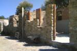 Il recupero del rudere in muratura ha permesso la costruzione di due appartamenti con una distribuzione interna dei vari ambienti in successione, data la sua esigua larghezza
