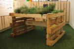 L'orto urbano è una piccola oasi verde in casa per avere aromi freschi a portata di mano. I  vani laterali consentono di posizionare  vasi e attrezzi. Dimensioni: 150x120cm