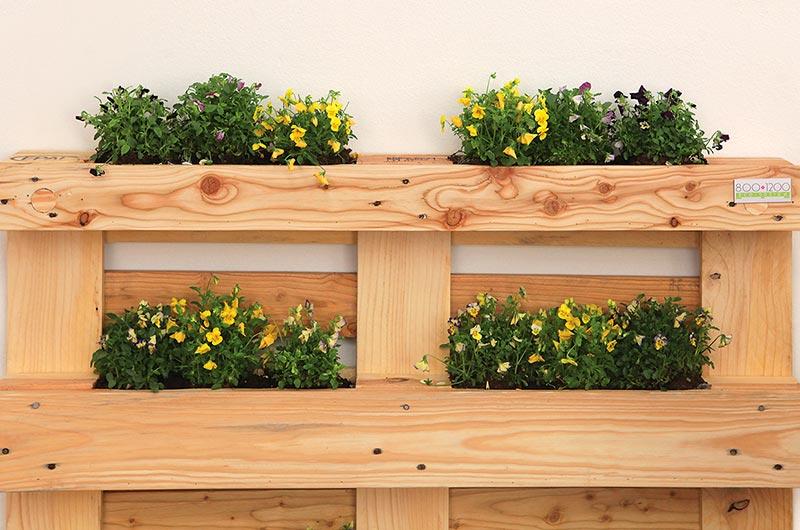 Arredamento in pallet per una casa green for Staccionata in legno ikea