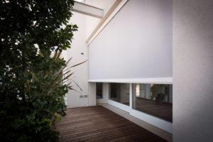 Screeny, la linea di tende per schermare finestre installabili sia a parete che a soffitto