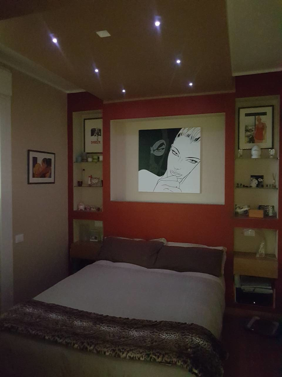 Cornice in cartongesso per il letto