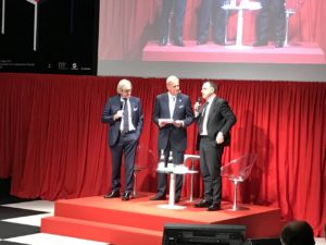 Da sinistra, Roberto Snaidero, Enrico Bertolino ed Emanuele Orsini durante la presentazione alla stampa del Salone del Mobile 2017