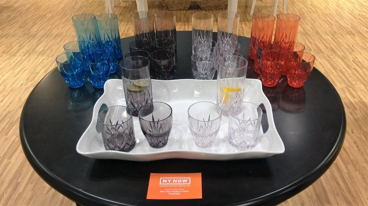 Aurora Highball Tumbler di Qsquared, collezione di bicchieri colorati in robusto Tritan BPA free – copoliestere di nuova generazione – che si ispira al cristallo lavorato.