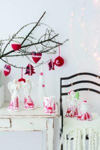 Gli addobbi Regal Red sono dotati di led, la cui luce calda crea un'atmosfera di festa in ogni ambiente della casa.