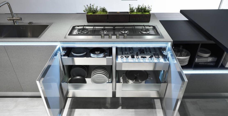 Dentro al cassetto nuove attrezzature per lo storage ambiente cucina - Divisori per cassetti cucina ...