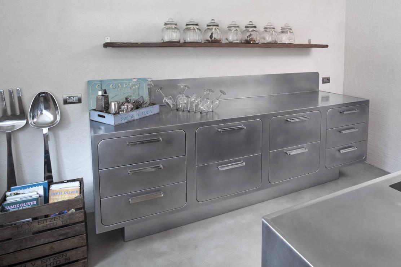 Cucina in acciaio in un 39 abitazione altoatesina ambiente - Cucina in acciaio ...