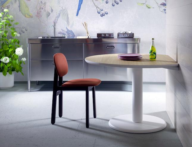 tavoli sedie e sgabelli per vivere la cucina ambiente