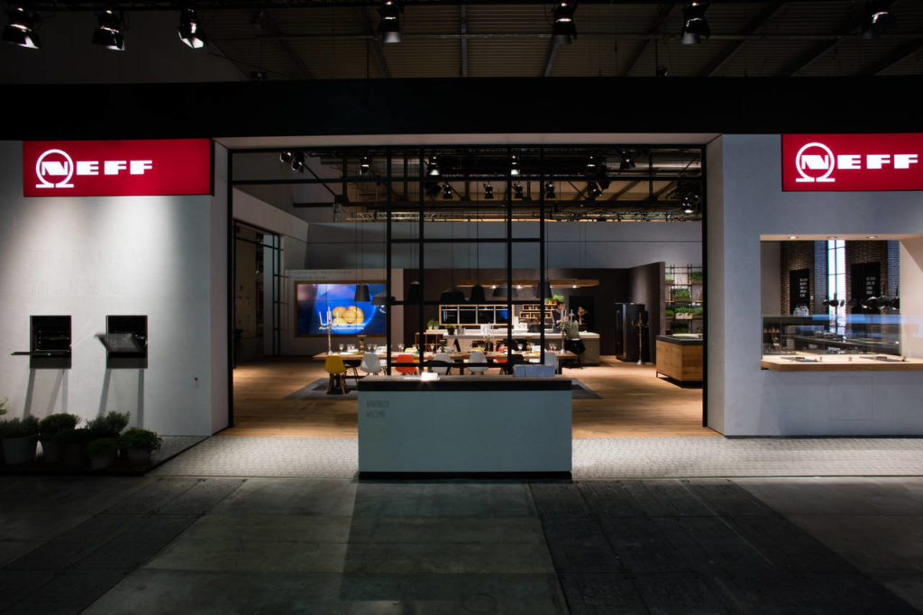Lo stand di Neff presentato a Milano con la nuova immagine del brand