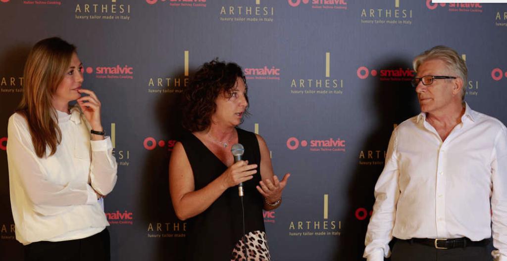 Da sinistra, la nota conduttrice televisiva Tessa Gelisio, Paola Gasparini, ad di Smalvic, e Gianfranco Mioli, fondatore di Arthesi Cucine