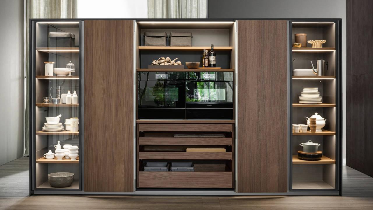 Credenza Con Scaffalature Per Esporre Stoviglie : Madie e contenitori free standing ambiente cucina