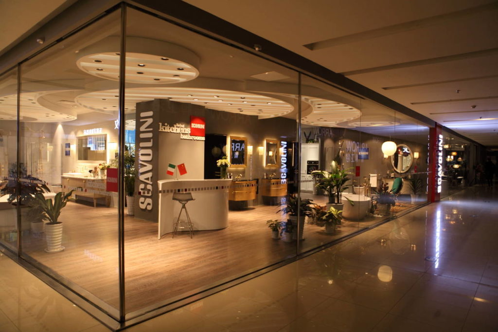 Lo Scavolini Store di Changzhou è situato all'interno del mall Red Star Macalline furniture. È l'unico showroom del mall visibile dall'esterno, grazie alle sue tre grandi vetrine luminose e, con i suoi 460 mq, rappresenta oggi il più grande showroom Scavolini in Cina