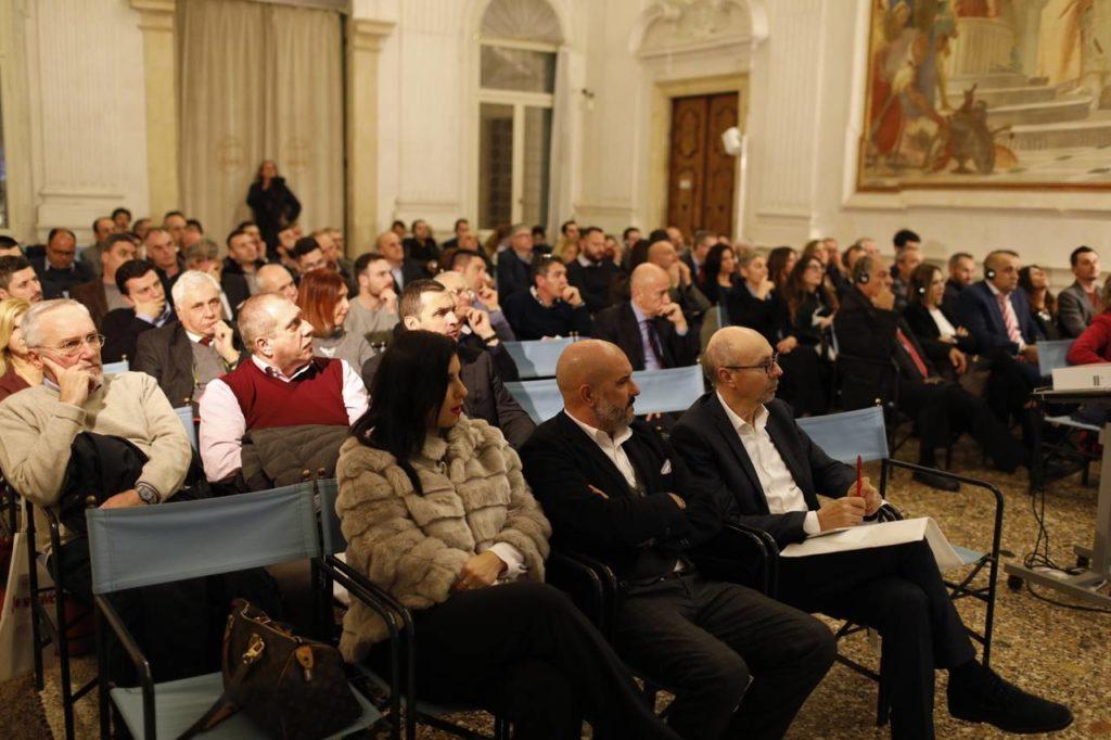 La sala della prestigiosa villa Cordellina Lombardi a Montecchio Maggiore che ha ospitato l'evento Smalvic