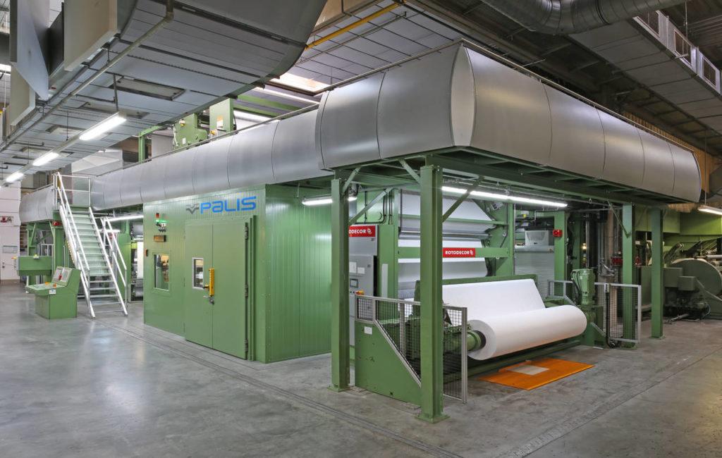 Il nuovo impianto di stampa digitale Palis 2250 ha una larghezza di stampa di 2,25 mt e una velocità fino a 150 mt/min. Con quest'impianto si aprono nuove frontiere per la stampa decorativa