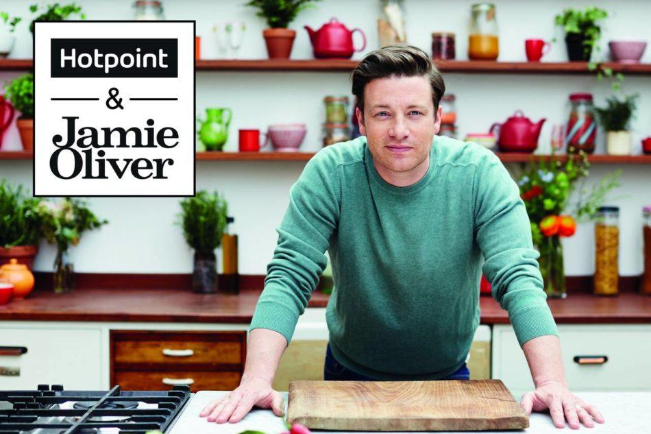 Il logo che contraddistingue la partnership tra il brand Hotpoint e Jamie Oliver Group