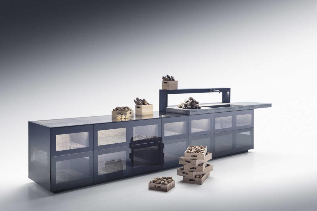 Artematica Invitrum: la cucina 100% in vetro e alluminio è diventata un concept trasparente simbolo della ricerca di Valcucine sui materiali
