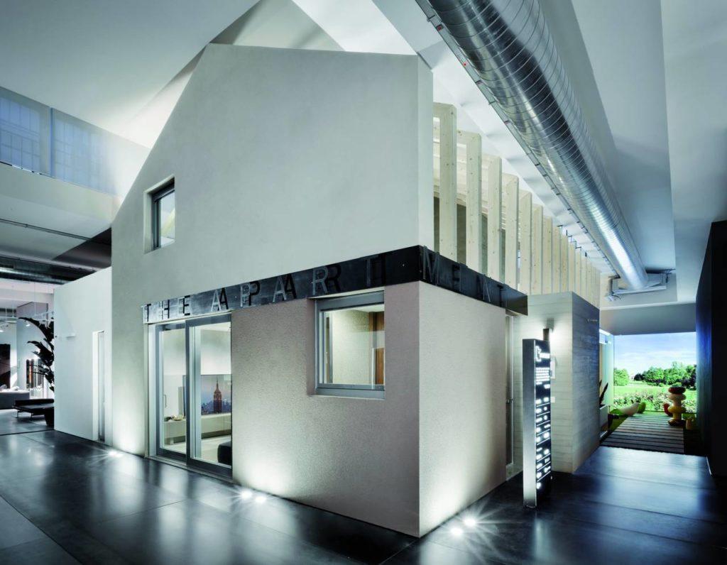 The Apartment è un allestimento di una casa indoor permanente e completamente funzione di 130 mq in scala 1:1, che permette di far percepire ai clienti il valore differenziale della qualità abitativa