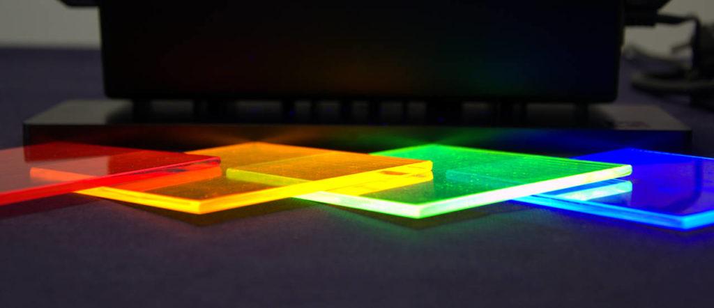 Dispositivi preparati dai ricercatori dell'Ateneo pisano contendenti fluorofori con emissione differente