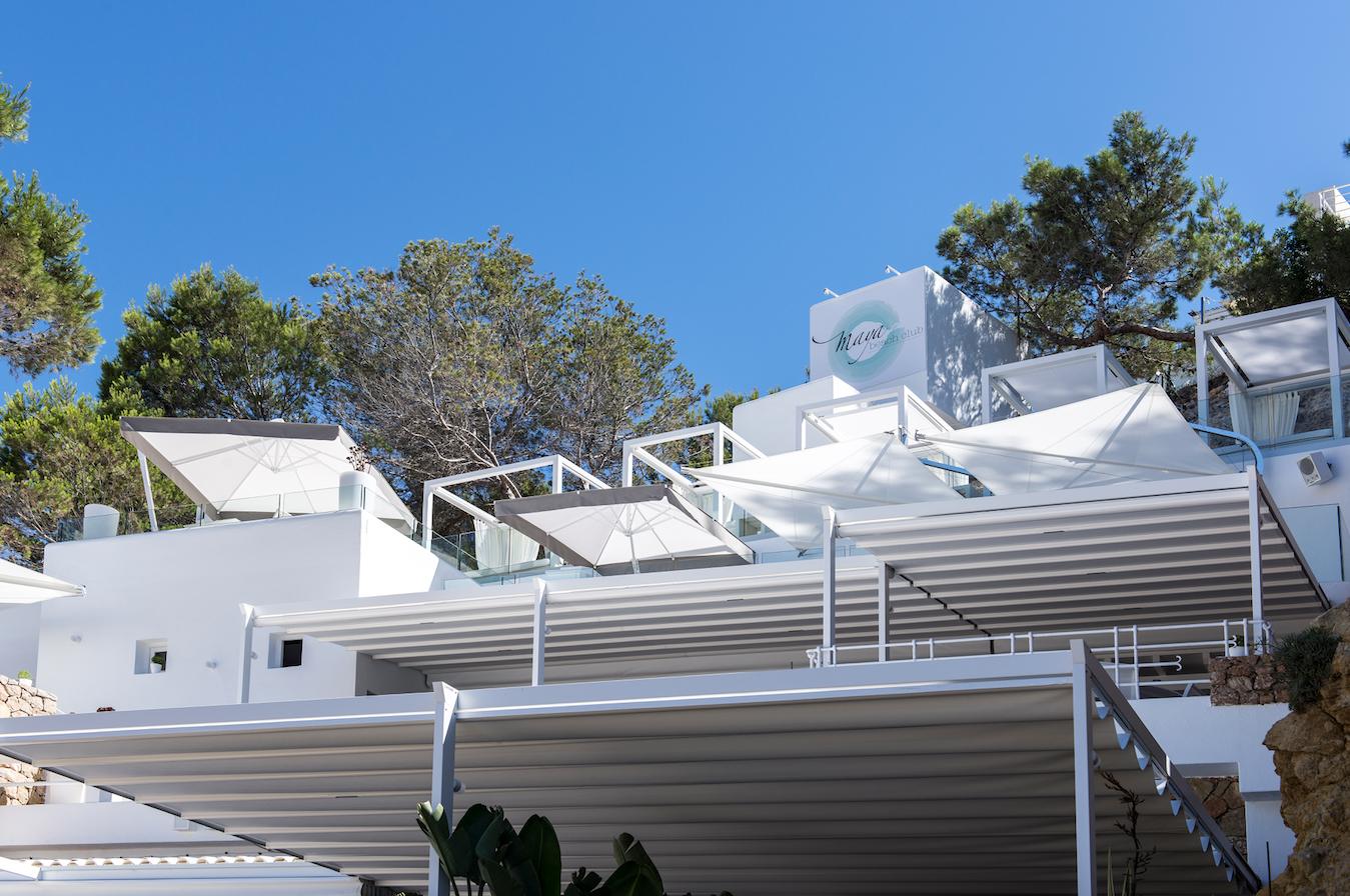 Pergotenda Palladia, la struttura ombreggiante a impacchettamento dal design moderno che consente di vivere all'aria aperta tutto l'anno