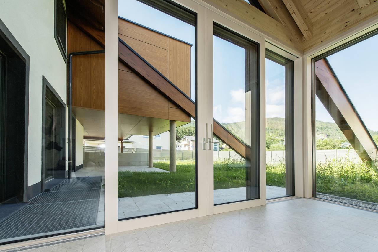 Rivista Porte E Finestre internorm presenta la finestra kf410 in pvc e pvc/alluminio