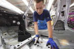 Montaggio parti in Bmw con l'ausilio del dispositivo stampato in 3D