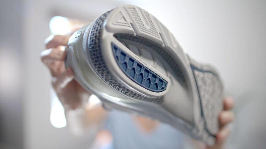 Una scarpa con suola realizzata con tecnologia HSS