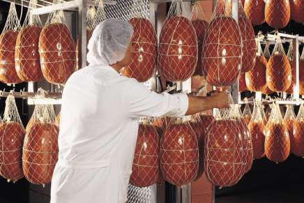 Mortadella from Bologna: what it is and how it is made