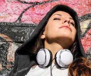ragazza musica nuove generazioni