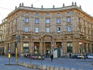 Il Palazzo delle Poste in Piazza Cordusio a Milano: nel mirino di El Cortes Inglés