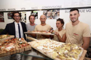 Antonio Tinelli, Fabio Moro (chievo Verona) e ragazzi pizzeria