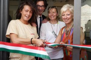 Squisito! a Verona, taglio del nastro, Antonio Tinelli (San Patrignano) e Anna Leso (assessore ai servizi sociali del Comune di Verona)