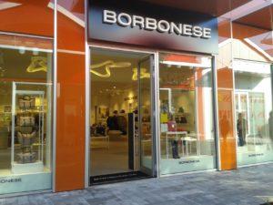 Borbonese espone in doppio prezzo: prezzo normale e prezzo Scalo Milano