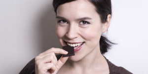 tw-woman-eating-choc