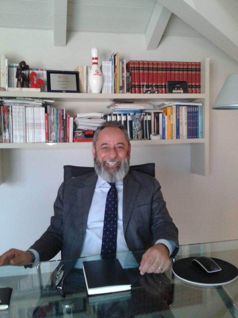 Ermanno Canali, fondatore e presidente di Canali & C., nel suo studio a Reggio Emilia, nel recentissimo incontro con Mark Up