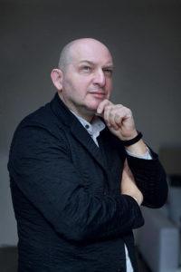 l'architetto e designer Claudio Silvestrin, nato a Zurigo nel 1954