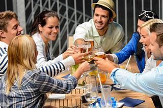 millennials-alcol-consumo-birra-vino-cocktails-consumo-moderato