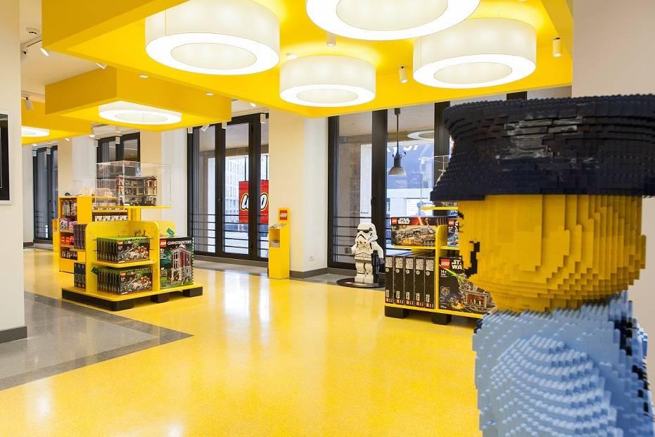 Il pi grande store lego d italia ha aperto a milano gdoweek for Lago outlet milano